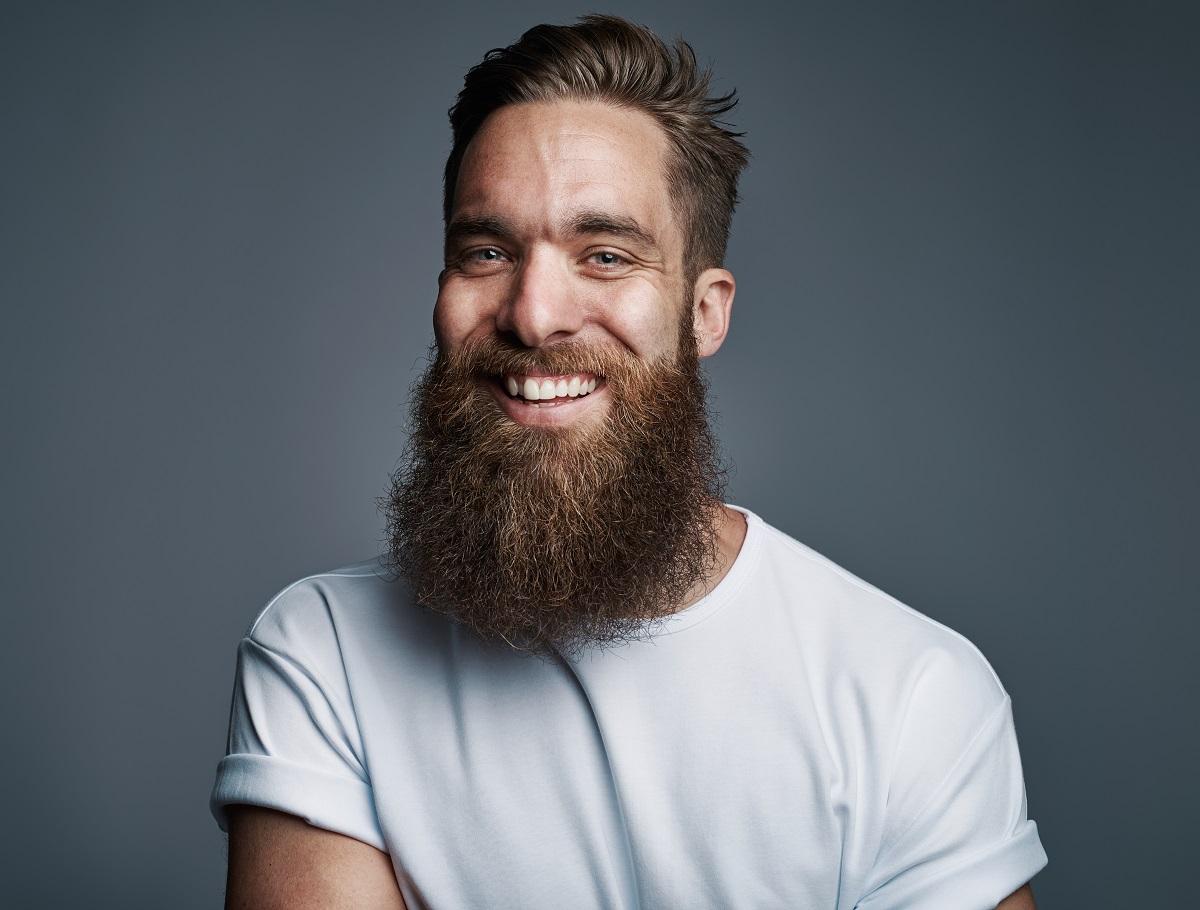 homem com barba de respeito