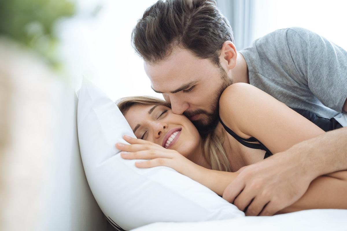 casal que conhece estimulantes sexuais naturais